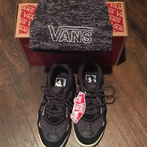 NWT Vans Varix shoes size 6 and hat